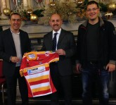 Mancunians RL Chairman Stef Hopewell presenting a Rugby League shirt to representatives of Serbia Rugby League in 2013.